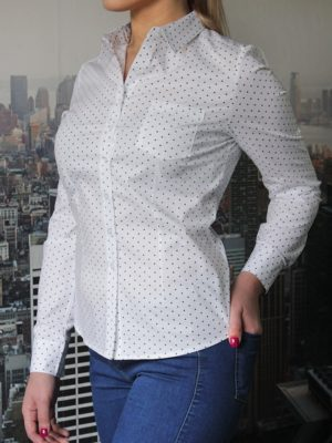 Белая рубашка с треугольниками