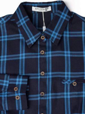 Синяя рубашка в широкую голубую клетку фон